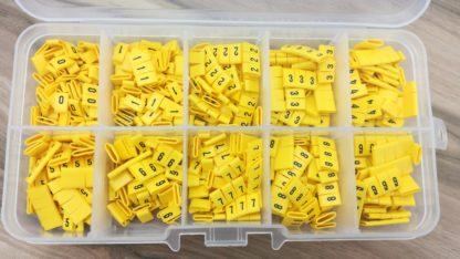Zestaw oznaczników kabli i przewodów w pudełku