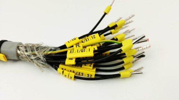 przykładowa realizacja z wykorzystaniem oznaczników kablowych płaskich. oznaczniki do kabli i przewodów.