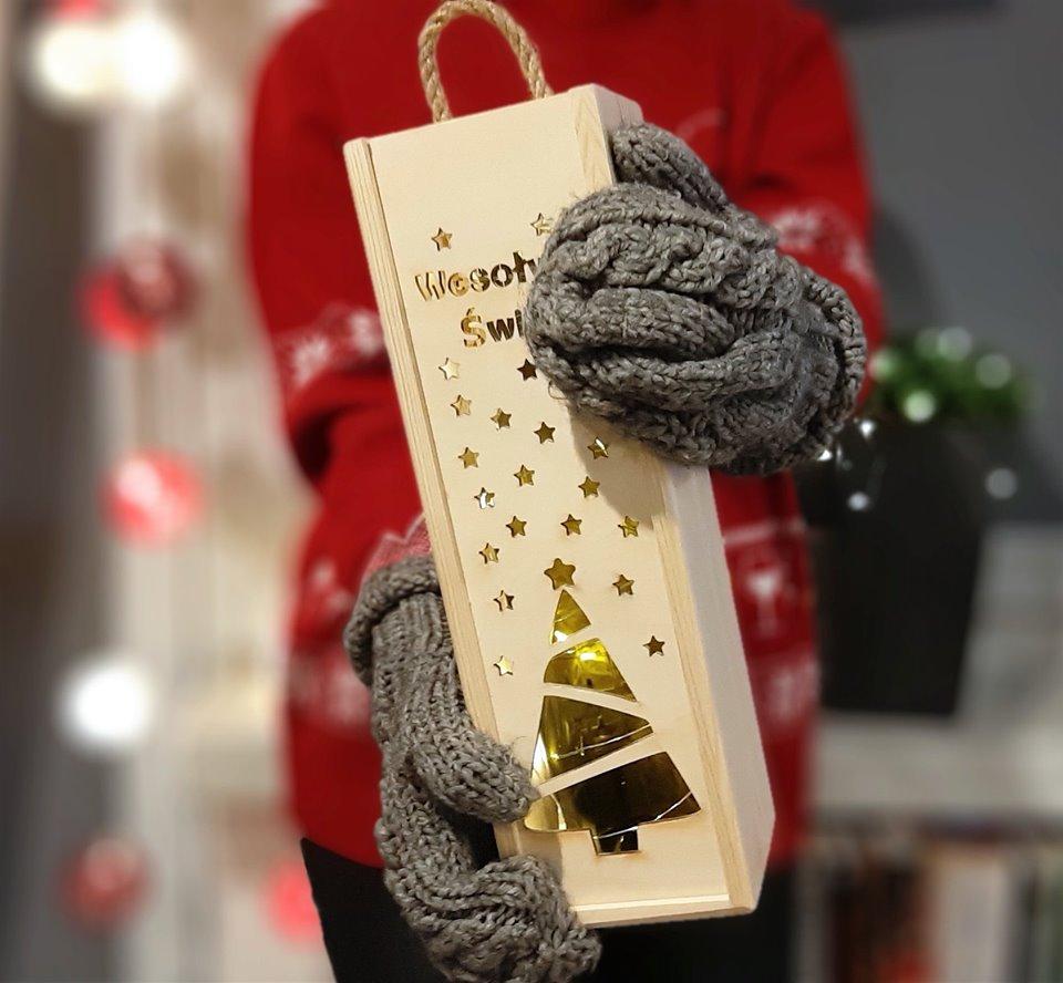 skrzynka na wino, skrzynka do wina; pudełko do wina; pudełko grawerowane; pudełko laser; prezent świąteczny; prezent na święta; prezent; prezent dla gości;