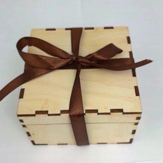 Pudełko prezentowe; pudełko drewniane; pudełko grawerowane; pudełko logo; log firmowe; upominek; prezent; pudełko prezentowe; pudełko firmowe