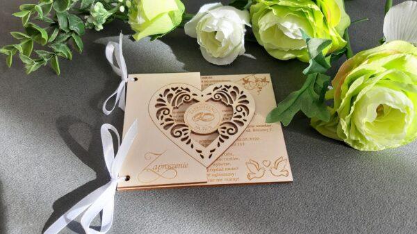 Zaproszenie ślub, zaproszenia grawerowane na ślub; zaproszenia drewniane; zaproszenia ślubne; grawerowanie; drewno; zaproszenia serce; zaproszenia ażurowe; zaproszenia wycinane; zaproszenia EKO; EKO; ECO;
